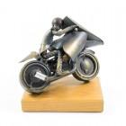 Motorist, ročno izdelana kovinska skulptura