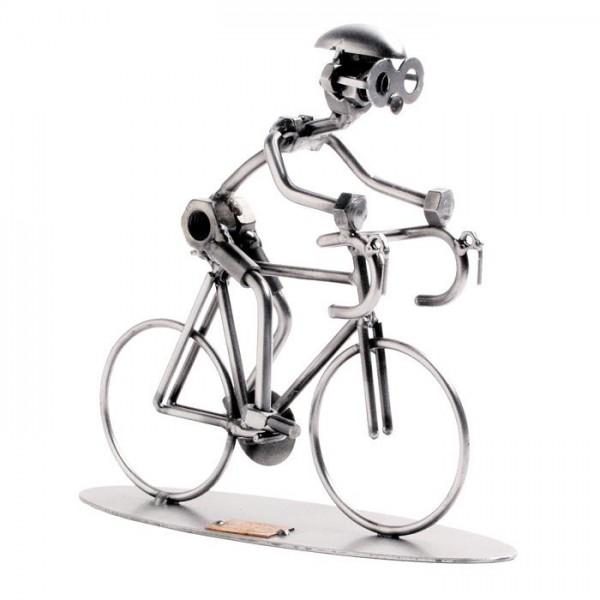 Dirkalno kolo, kovinska skulptura