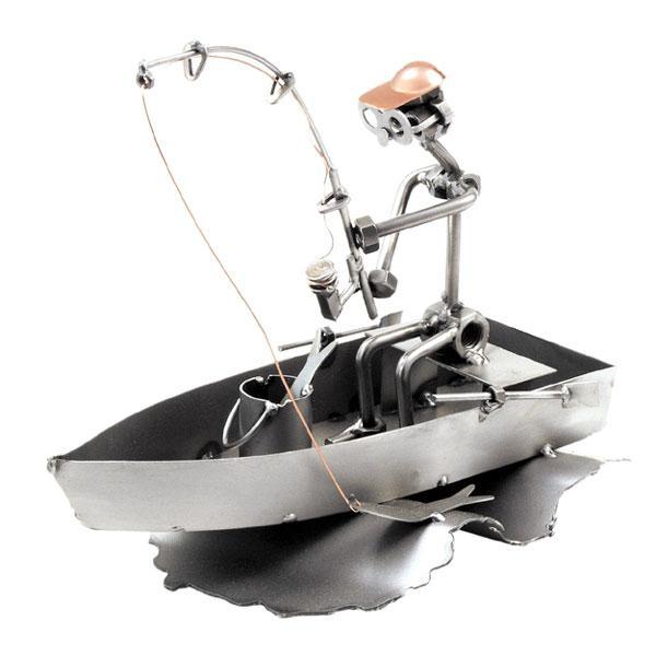 Ribič v čolnu, kovinska skulptura