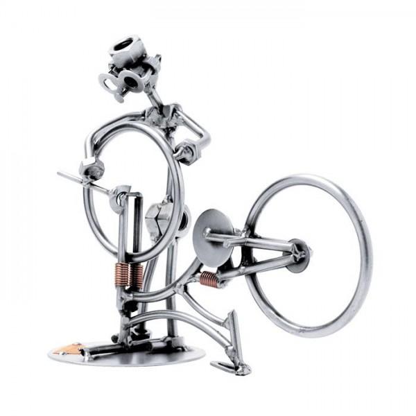 Serviser koles, kovinska skulptura