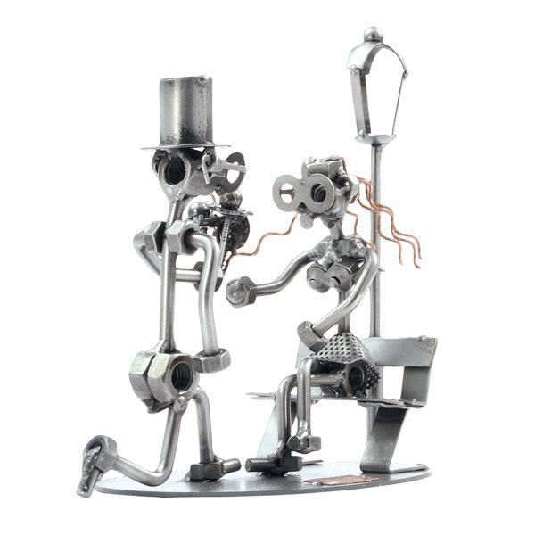 Snubitev, kovinska skulptura