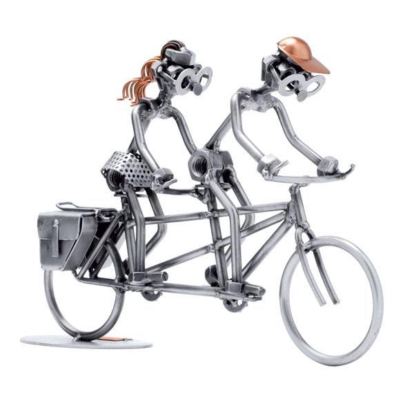 Tandem kolesarja, kovinska skulptura