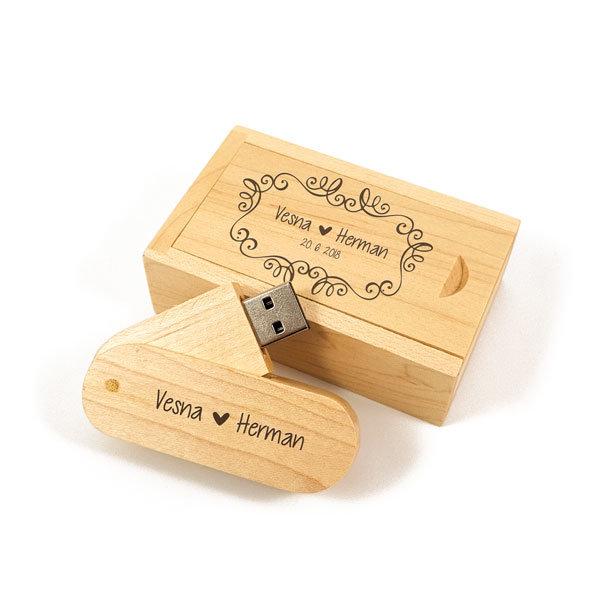 Leseni USB ključ z gravuro v škatlici U05