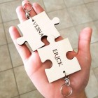 Obesek puzzle z gravuro imen