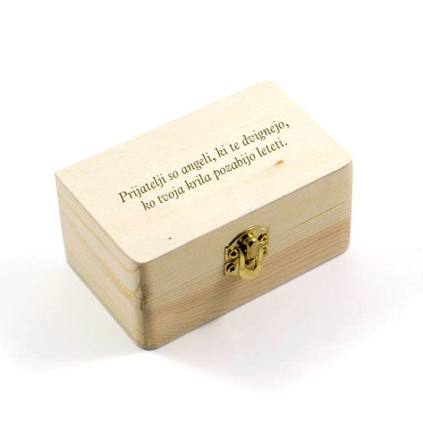 Lesena darilna škatlica z lastno gravuro